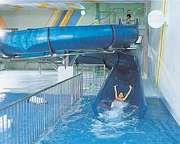 第一滝本館 施設の中には25mプールにチビッコプール、ウォータースライダーもあり