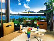 ANAインターコンチネンタル万座ビーチリゾート 開放的なテラス席