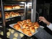 丸駒温泉旅館 朝食には焼き立てのパン