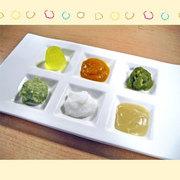 びわこ緑水亭 離乳食をお皿に盛りつけて提供